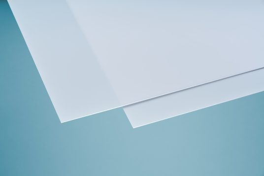 Polystyrene glass, smooth, clear, 2,5 mm white opal